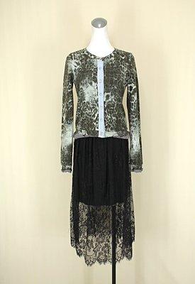 貞新 BLUER IBBON 正韓 灰色豹紋圓領長袖棉質上衣M(38號)+黑色雕花蕾絲棉質及膝裙F號(38104)