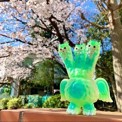 日本 全新   art junkie 草泥馬 三頭獸王 GID 蓄光 綠 軟膠 設計師 公仔 玩具