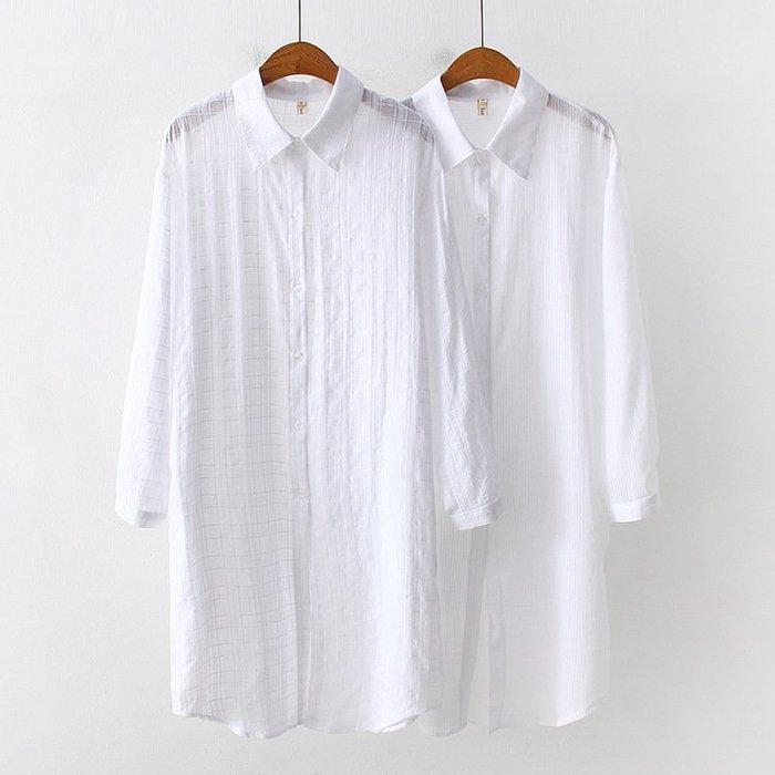 I563.41755300日系文青薄款柔軟透視飄逸白色長版襯衫長袖寬鬆防曬外套棉質格子條紋及膝長上衣.預購2款