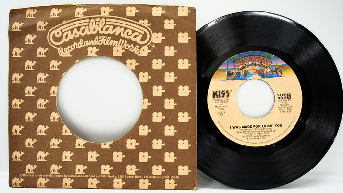 45 rpm 7吋單曲 Kiss 【I was made for loving you】1979 美國首版