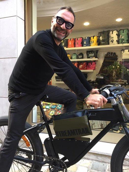 日本StreamTrail防水包~DOUBLE SUCKER單肩休閒包 可斜背也可與自行車結合成為車袋—陸軍綠