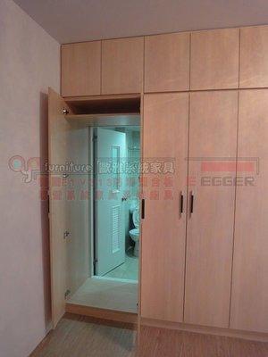歐雅系統家具 台北 臥室 系統衣櫃 廁所隱藏通道門 衣櫃掛電視設計 ,特價:82588元