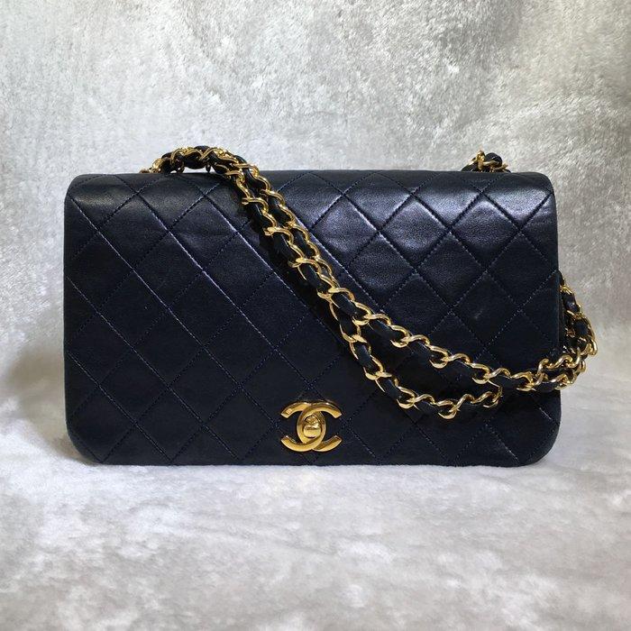 *旺角名店* ㊣ Chanel 黑色菱格紋羊皮金鍊肩背側背包 2.55 coco 經典復古小香包