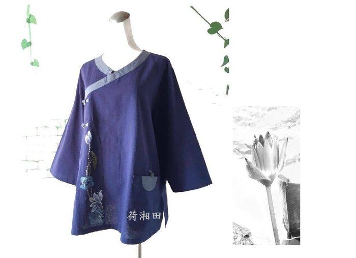 【荷湘田】秋裝--復古風V領盤扣古典配布七分袖手繪花+單口袋寬鬆款舒適棉衣