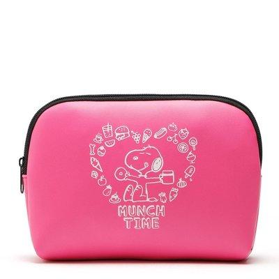 【Q包小屋】日雜誌附錄 史努比 桃紅色 PU皮 防水 零錢包 化妝包 衛生棉包 過夜包