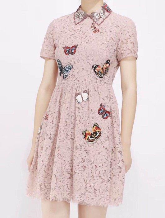 類Valentino 款 粉蕾絲蝴蝶釘珠洋裝