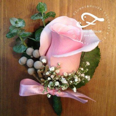 H17。主婚人胸花。長輩胸花。新郎胸花。開會胸花。台北自取【Flower&House花藝之家】