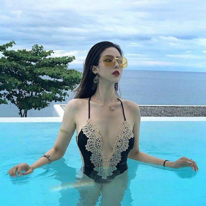 Qmi 韓國性感深V蕾絲邊連體比基尼溫泉泳裝