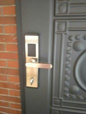 高科技電子鎖,適合日租套房,住家大門