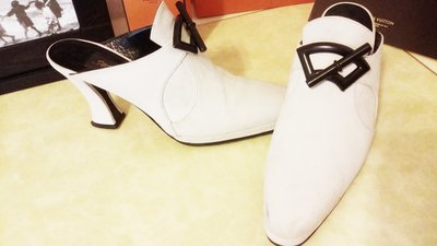 香奈兒首席設計師拉格斐【Karl Lagerfeld】秀款大象灰麂皮半裸靴(原價$48500)