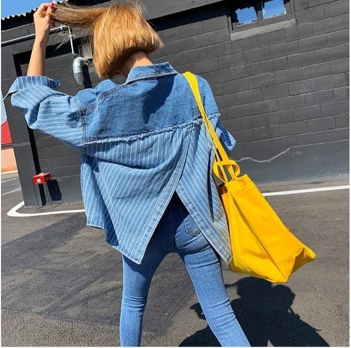 美麗喵。現貨。正韓 韓國製 春夏款 前雙口袋 金屬排扣 後開叉設計 條紋牛仔襯衫