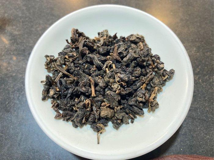 民國87年凍頂烏龍無複焙原茶存放梅香微酸乾淨無受潮四兩包裝附復古平光馬口鐵罐。