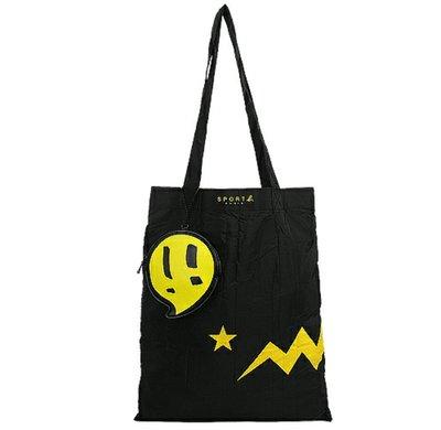 天使熊雜貨小舖~agnes b  SPORT b黃閃電&星星可收納購物袋/附皮革收納袋(黑)  全新現貨