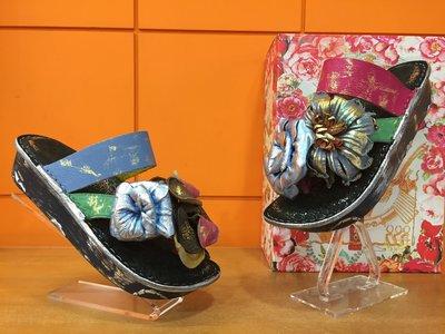 【阿典鞋店】*Macanna**麥坎納專櫃~鬱金香系列~夾腳不對稱花~特殊牛皮+羊皮手做花飾氣墊夾腳拖鞋030870