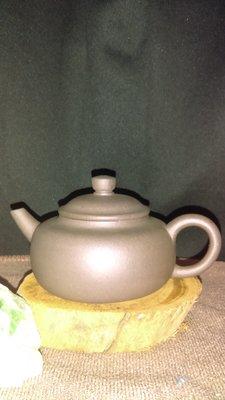 早期紫砂壺—泥料:老青灰泥,獨孔出水,容量約120CC