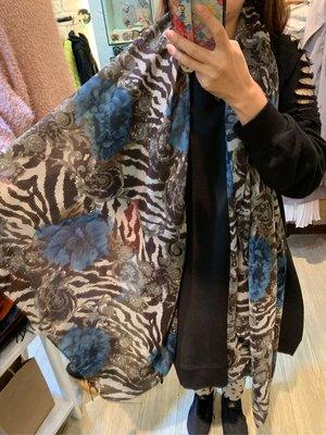 正韓商品 黑白斑馬藍玫瑰 絲巾 圍巾 披肩