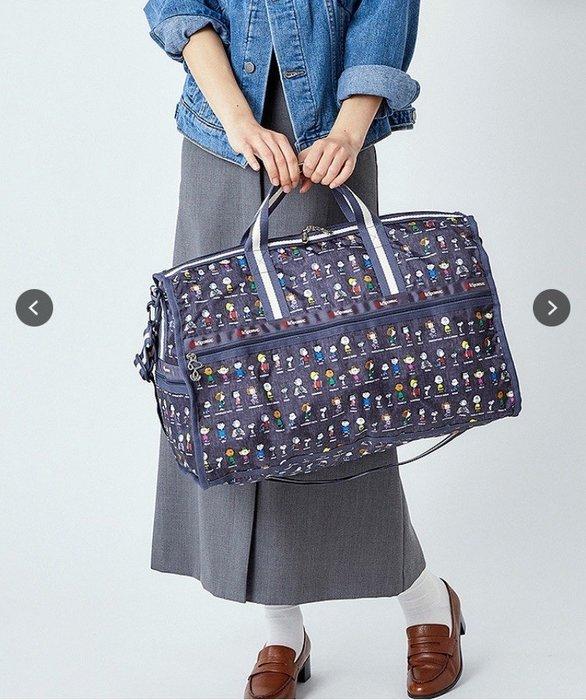 ♥ 小花日韓雜貨 -- lesportsac 4318 4319 灰色史努比大款中款旅行袋出國出差行李包插行李拉杆設計
