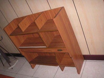 家具:桌上型書櫃..書架.看書架..便宜賣680元