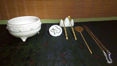 (店舖不續租清倉大拍賣)黃克強先生--白釉乳釘三足香爐,原價3800元特價1900元