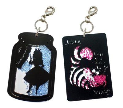 【卡漫迷】 壓克力  流沙 鑰匙圈 二款選一 ㊣版 日版 愛麗絲 妙妙貓 水鑽 吊飾 掛飾 Alice Cheshire