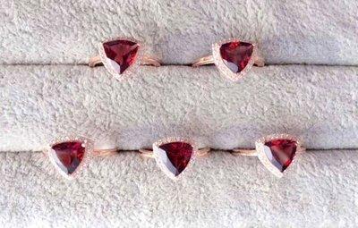 ((瑪奇亞朵的珠寶世界))超美豪華三角款 天然A級紅榴石鑲崁 戒子 送禮好用大器 精緻