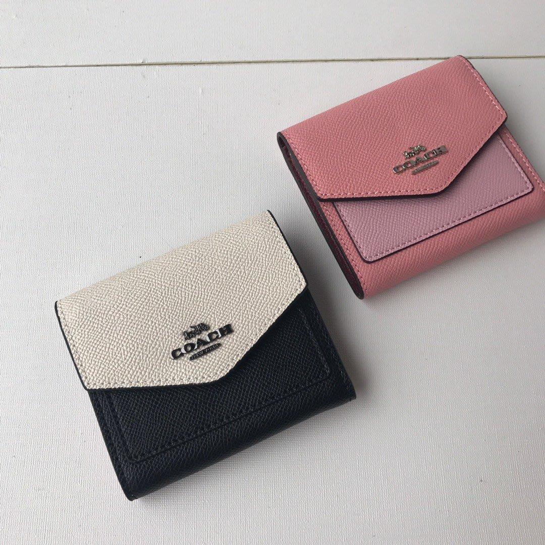 【八妹精品】COACH  27252 新款粒面皮革拼色三折短夾 錢包 背面零錢袋錢夾