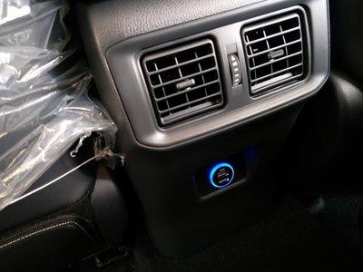 幸福車坊 5代RAV4 後座扶手 升級 USB 充電座 原廠用品