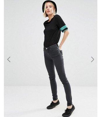 瑞典品牌 Weekday 有機棉中高腰窄管褲
