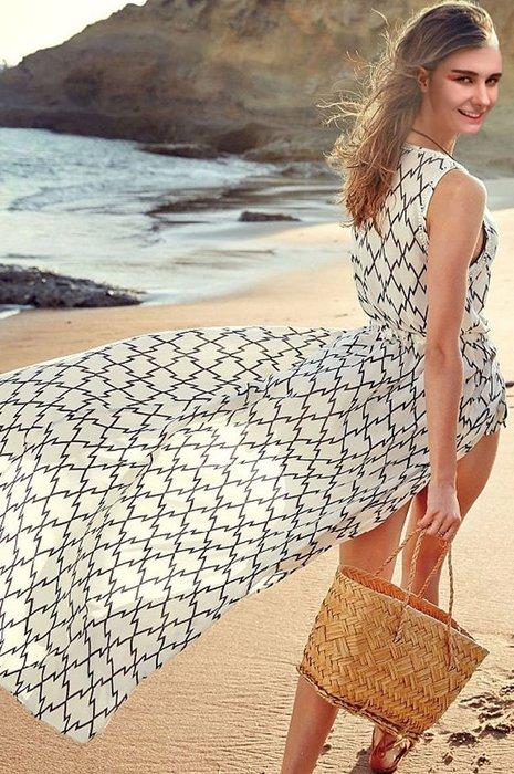 背心~莎莎蜜桃~馬克西蓋白底黑幾何沙灘裝性感雪紡背心 泳衣比基尼罩衫 海灘 防曬衫背心長裙
