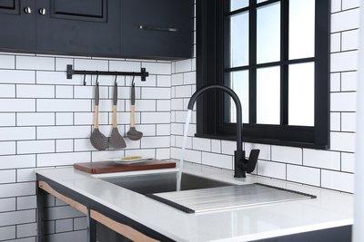 【瘋衛浴】K-5621黑色立式冷熱混合龍頭 (全配件)、現貨、非凱撒K695C K815C