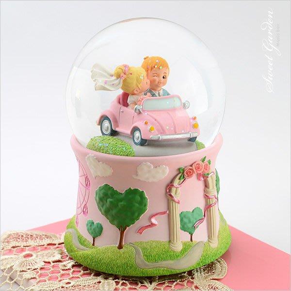 Sweet Garden, JARLL 珍情圓夢發光音樂水晶球(免運) 古董禮車 承載著大大幸福 可愛新郎新娘 結婚禮物
