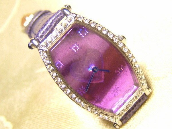 全心全益低價特賣*伊陸發鐘錶百貨* 紫丁香時尚酒桶造型腕表*拍賣到財運.好運旺旺來
