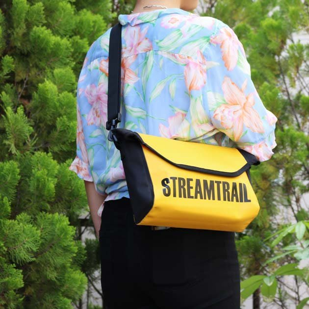 日本StreamTrail戶外防水包.新款 BREAM 休閒單肩郵差包-活力黃(輕便好看)
