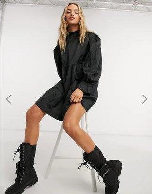 (嫻嫻屋) 英國ASOS-COLLUSION 黑色褶皺高領防寒袖寬鬆造型洋裝 SK20