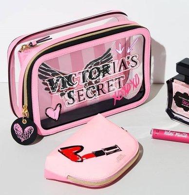 【菲菲美國舖】天使名模三件組。預定~* Victoria's Secret *~時尚旅行❤甜美愛心翅膀化妝包收納三件組