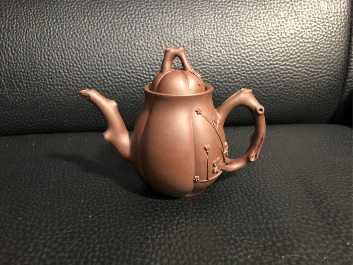 早期 黑星土 小高梅樁壺(中國宜興)四方印款