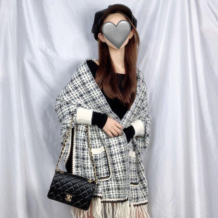 2色現貨秒出♥️實拍【JinG】質感小香風雙口袋針織手袖披肩圍巾 氣質格子罩衫 寬鬆長袖彈力外套 配件