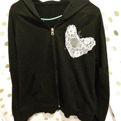 黑色長袖運動外套上衣 白色心型lace 圖案 薄款 舒服彈性拉鍊外套SWa