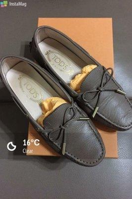 TOD&#;專櫃正品 真皮綁帶造型駝色豆豆平底包鞋~