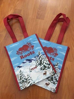 ~☆.•°莎莎~*~☆~~加拿大ROOTS 聖誕環保袋~現貨(中)