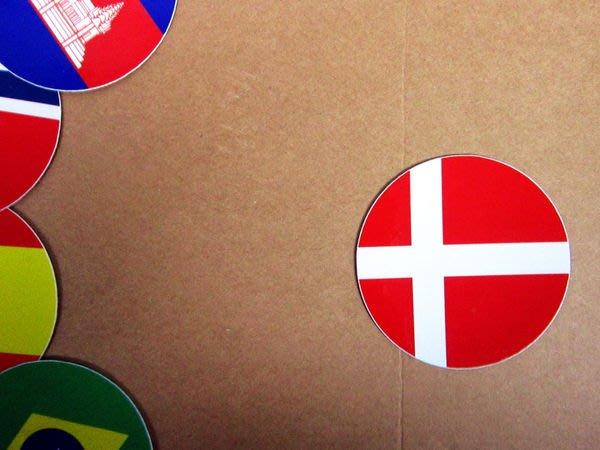 【國旗貼紙專賣店】丹麥國旗圓形行李箱貼紙/抗UV防水/Denmakr/多國款可收集和客製