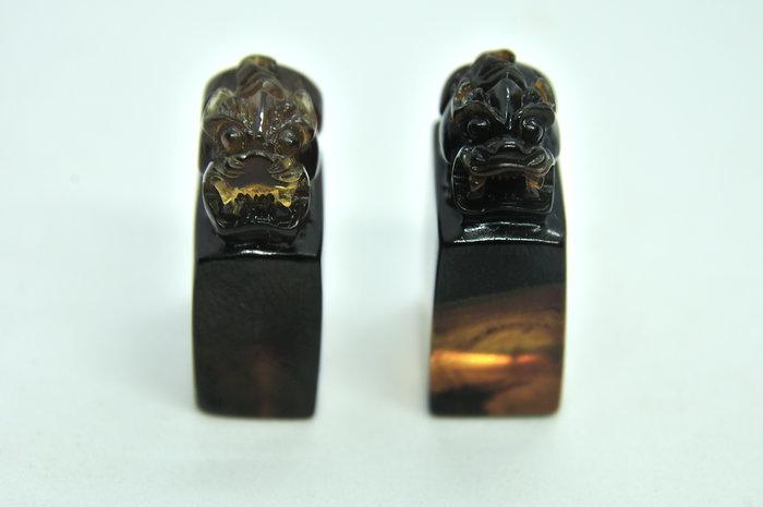 緬甸琥珀 棕紅珀 紫羅蘭珀 金棕珀 紫羅蘭貔貅印章