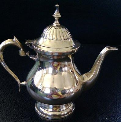 83 歐洲優雅鍍銀壺 vintage Footed silverplate Teapot with hinged lid