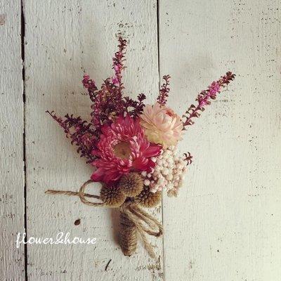 D04。乾燥花胸花胸花。另有乾燥花捧花。拍照捧花。頭花。客製新娘捧花。台北自取【Flower&House花藝之家】