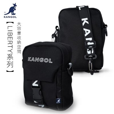 KANGOL 側背包 LIBERTY系列 韓版潮流 小型插釦側背包 小包 斜背包 LOGO背帶 黑色 KG1193 得意