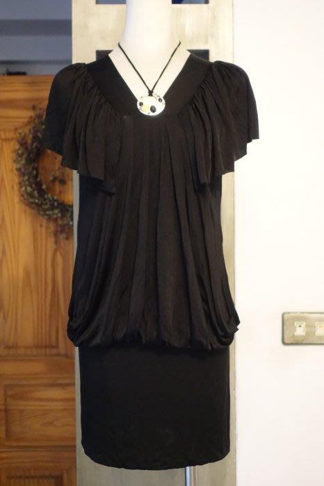 [C.M.平價精品館]M碼現貨只有一件出清特價/設計師精品專櫃簡約V領隨興品味別緻荷葉袖遮肉顯瘦黑色洋裝