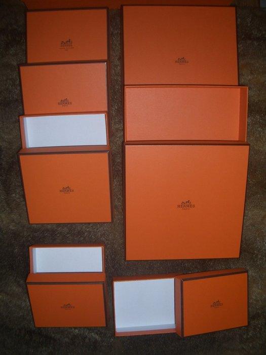 名品特搜站~ Hermes原廠的小皮件盒、Key Ring盒、名片&零錢包收納盒等用途,還有緞帶及紙袋可供送禮包裝