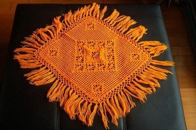 眷村老奶奶手織沙發巾,特價 788元。