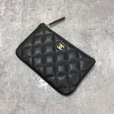 Chanel Coco 拉鍊零錢包 一字包 菱格紋 小羊皮 復古金釦 黑色《精品女王全新&二手》