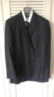 歐碼54【D'URBAN】黑標Wool Cashmere 黑色細條紋單排兩扣赤牛角釦西裝上衣